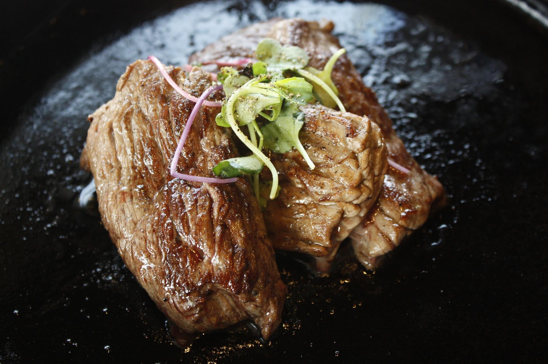 Bakken van een steak